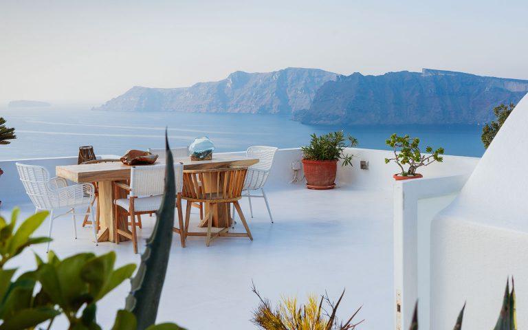 Greece-Santorini-2-philip-jahn-PYkpulrIMG0-unsplash