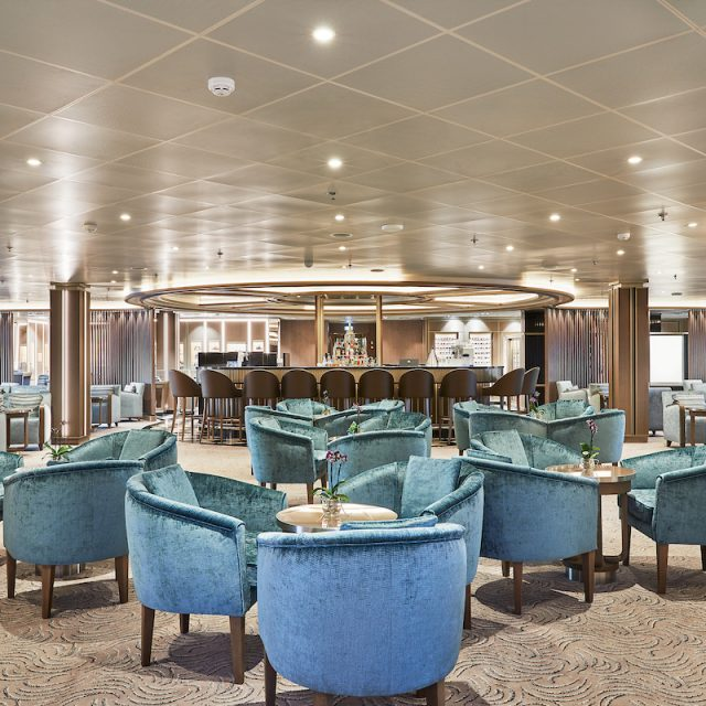 World Cruise with Silversea The Bar of the Silver Shadow, where to enjoy drinks and live music.