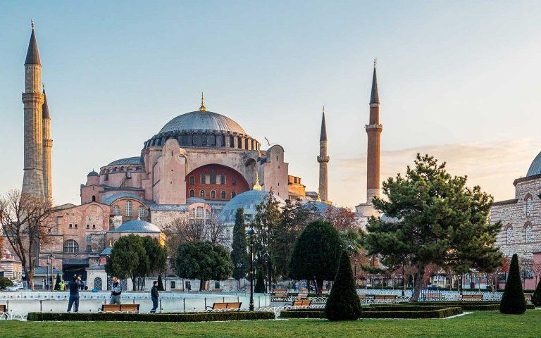 Turkey-Istanbul-lewis-j-goetz-JbWg7W953LY-unsplash