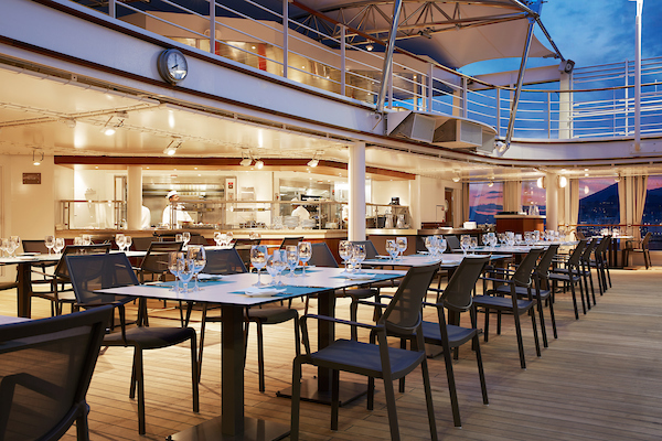 Australia & New Zealand with Silversea The Grill invites the guests to cook their food directly on the lava stone, placed at their table.